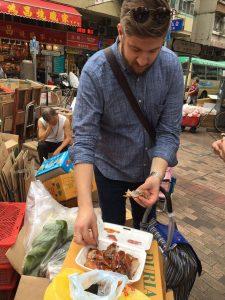 sternekoch benjamin maerz-markt asien-probiert neues gericht